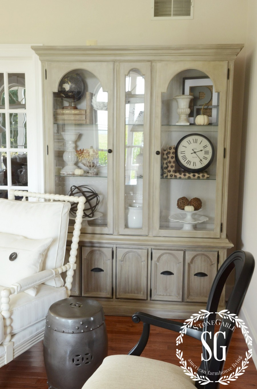 5 easy tips to style a hutch stonegable for Living room hutch