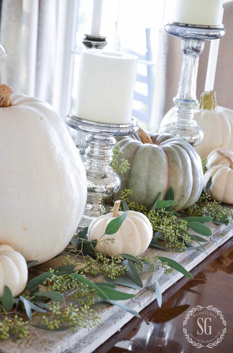 Easy pumpkin thanksgiving table for Simple pumpkin centerpieces