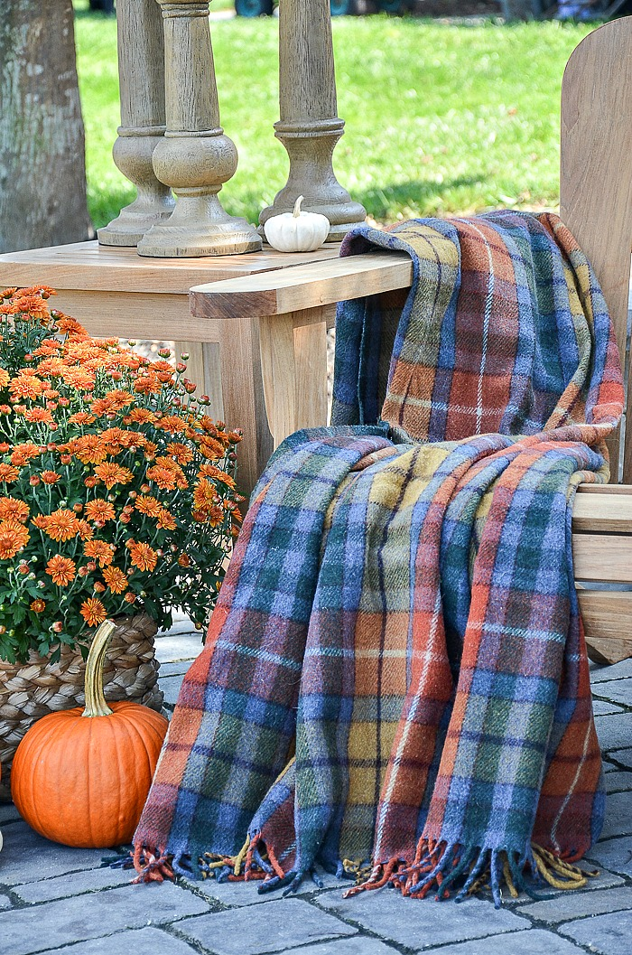 OUTDOOR DECORATING WITH THE COLORS OF FALL - StoneGable