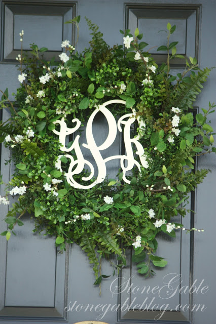 Tutorial about putting together this summery southern inspired wreath