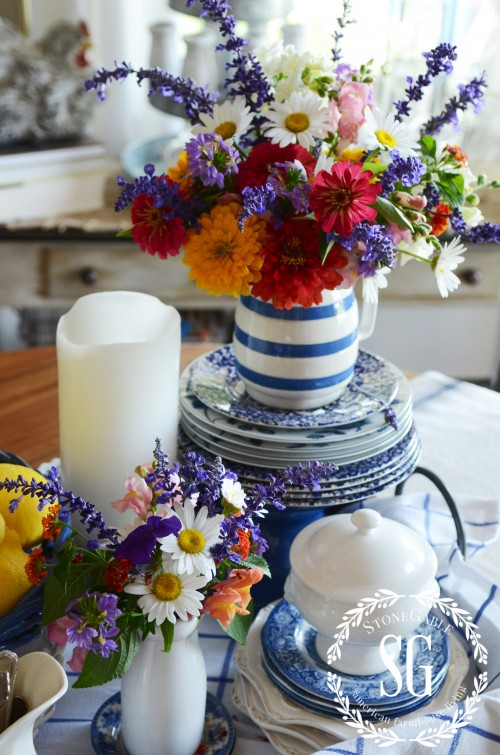 farmhouse-table-vignette-late summer-blue and whte pitcher-stonegableblog.com