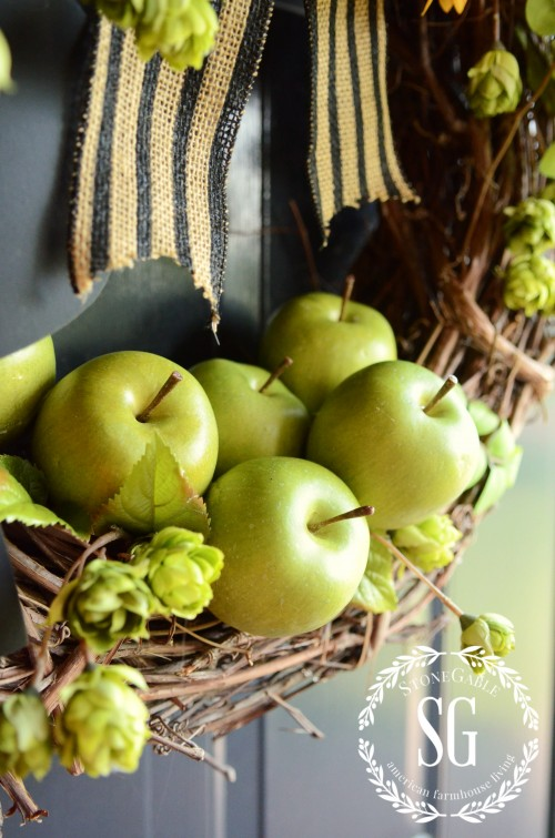Early-fall-wreath-green-apples-stonegableblog.com