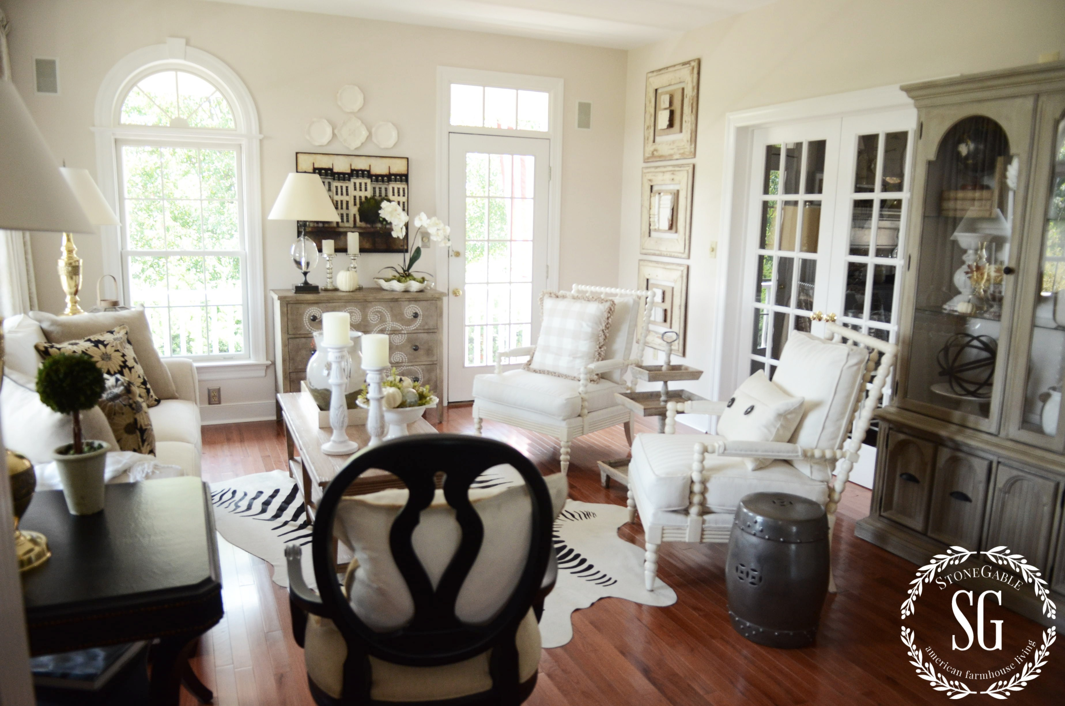 5 Easy Tips To Style A Hutch Stonegable