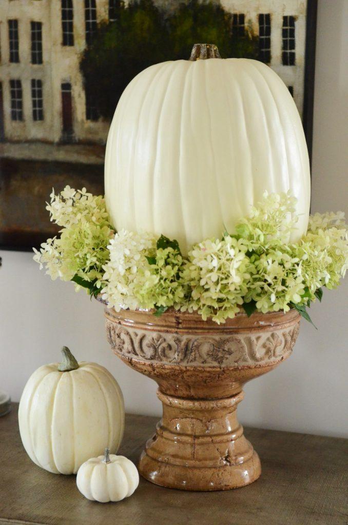 Thanksgiving Living Room-urn with pumpkin-stonegableblog.com