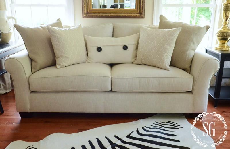 sofa pillows- 5 pllows-stonegableblog.com