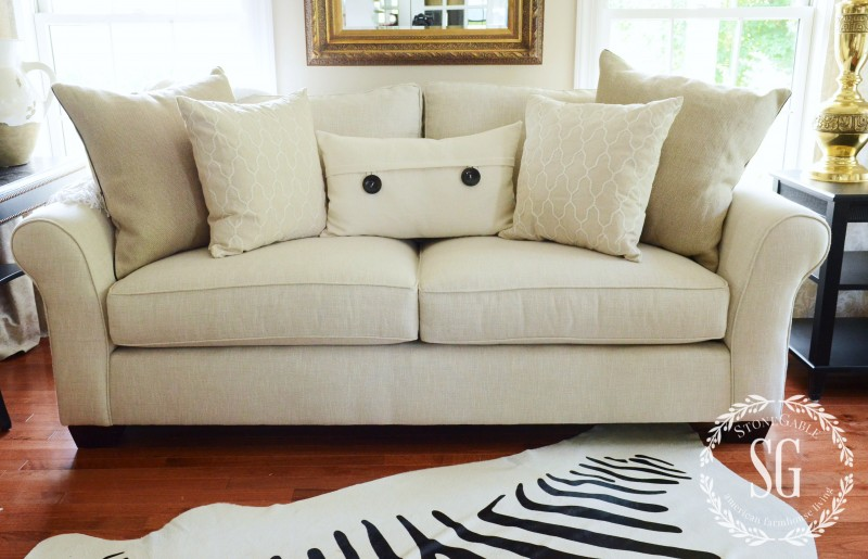 sofa pillows- middle pillow-stonegableblog.com