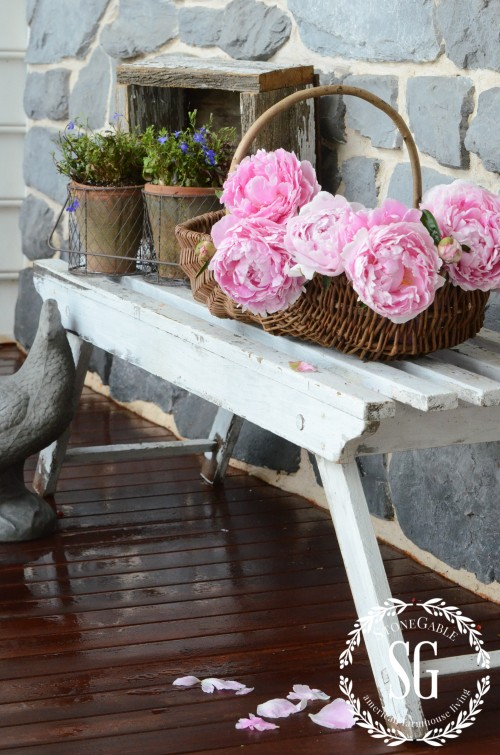 Farmhouse Style- benches-stonegtableblog.com