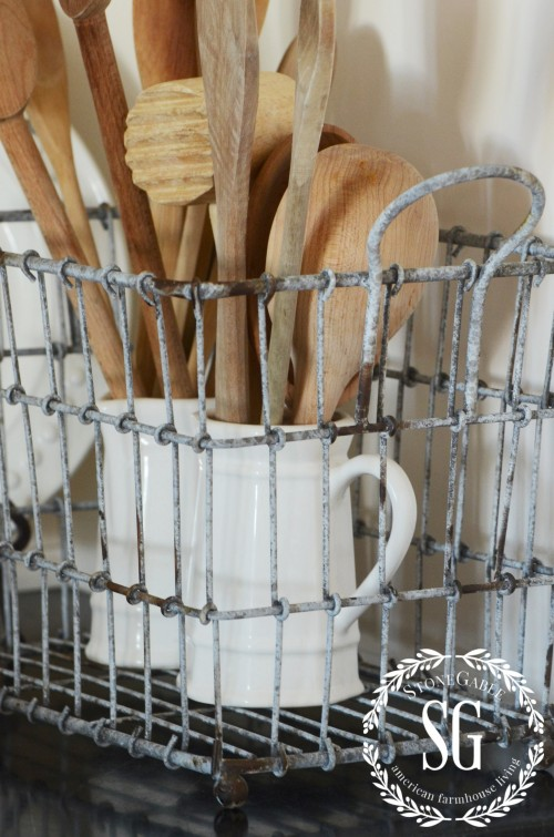 Farmhouse Style- wire baskets-stonegtableblog.com