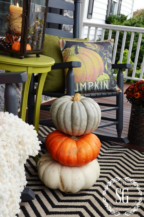 FALL ROCKING CHAIR VIGNETTE-mums-stacked pumpkins-stonegableblog.com