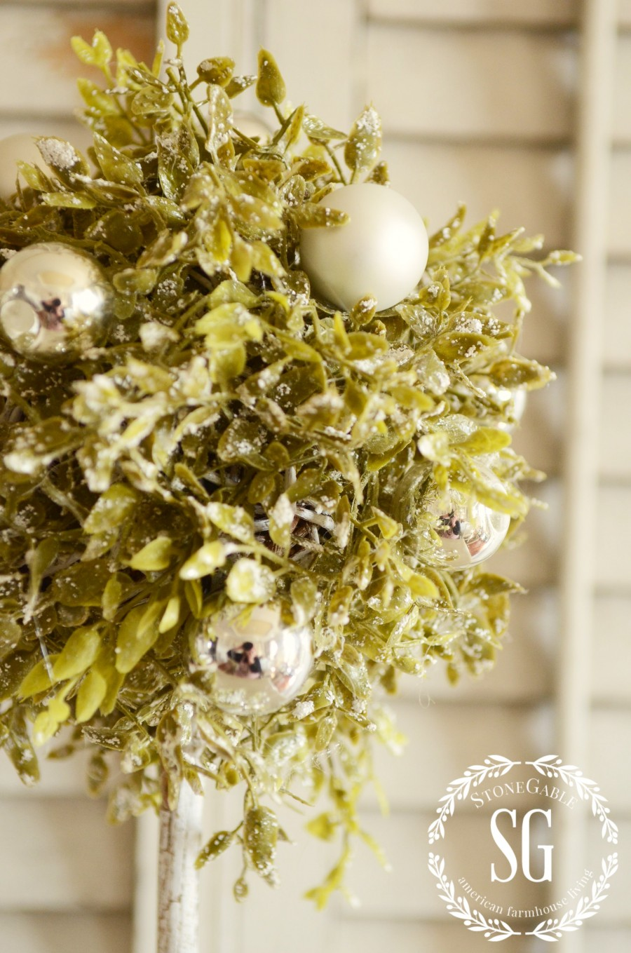 CHRISTMAS TOPIARY DIY-topiary greens-stonegableblog.com