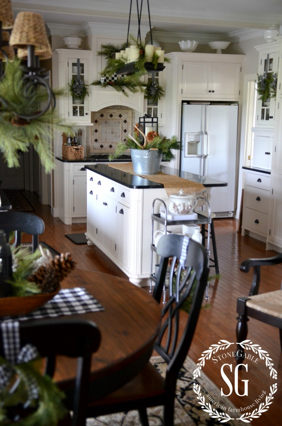 Christmas farmhouse kitchen stonegable - Farmhouse style kitchen cabinets ...