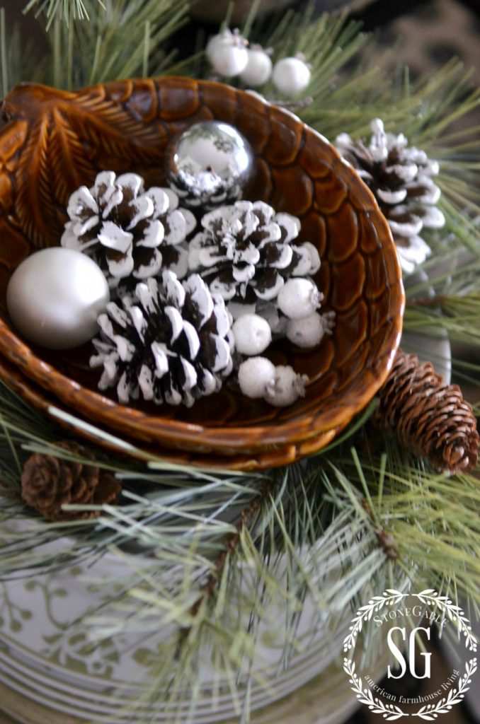 CREATIVE WAYS TO USE CHRISTMAS WREATHS-under dishes-stonegableblog.com