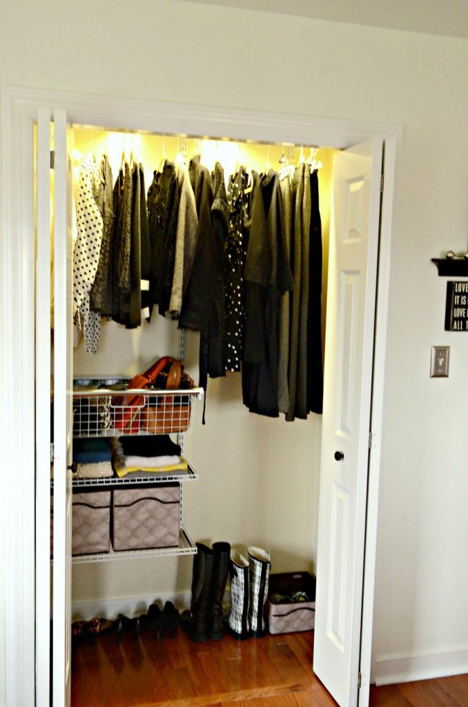 ORGANIZE AND TRANSFORM A CLOSET-neat and organized closet-stonegableblog.com