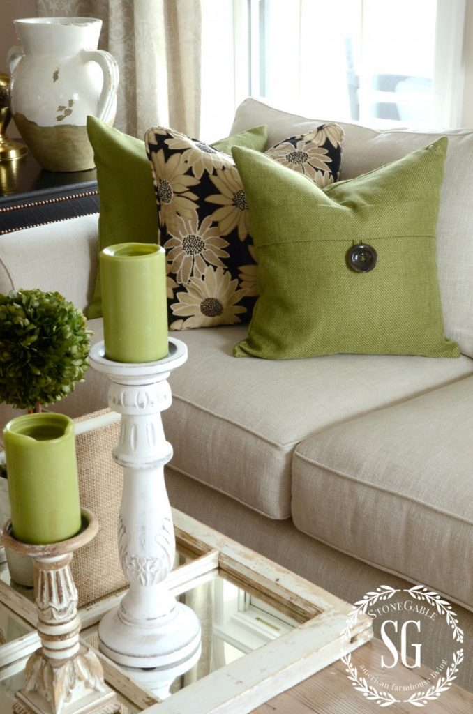 How to build a pillow collection like a pro stonegable - Cojines decorativos para sofas ...