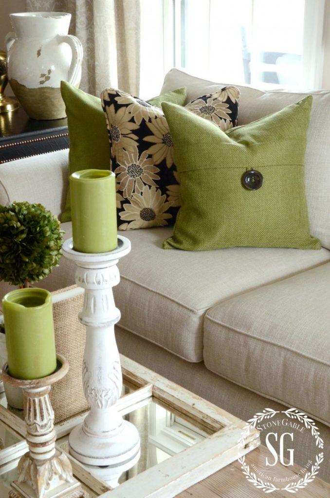 How to build a pillow collection like a pro stonegable for Colores de pintura para sala