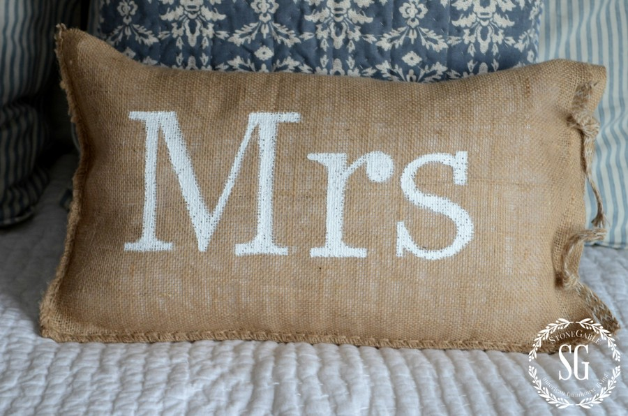 MR AND MRS NO-SEW BURLAP PILLOWS-MRS pillow-stonegableblog.com