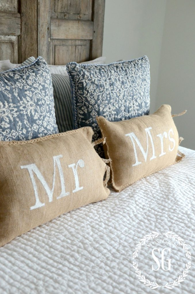 MR AND MRS NO-SEW BURLAP PILLOWS-burlap pillows-stonegableblog.com