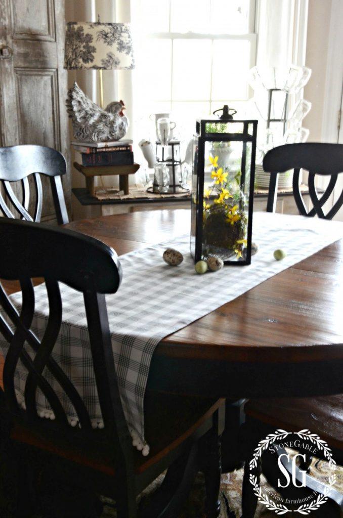 NO-SEW TABLESCLOTH RUNNER-runner-on-the-table-stonegableblog.com