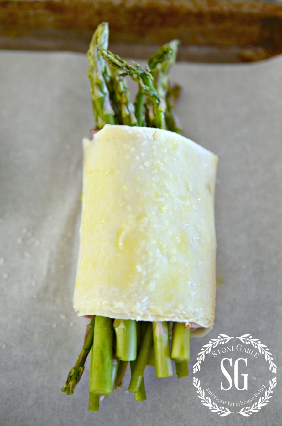 ASPARAGUS HAM AND PARMESAN PUFF PASTRY BUNDLES-ready to be baked-stonegableblog.com