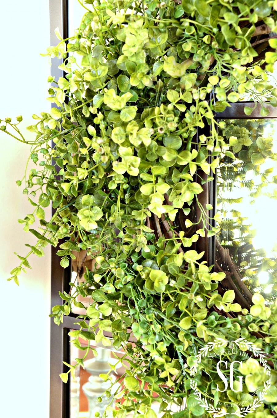 BOXWOOD WREATH IN THE FOYER-close up-stonegableblog.com