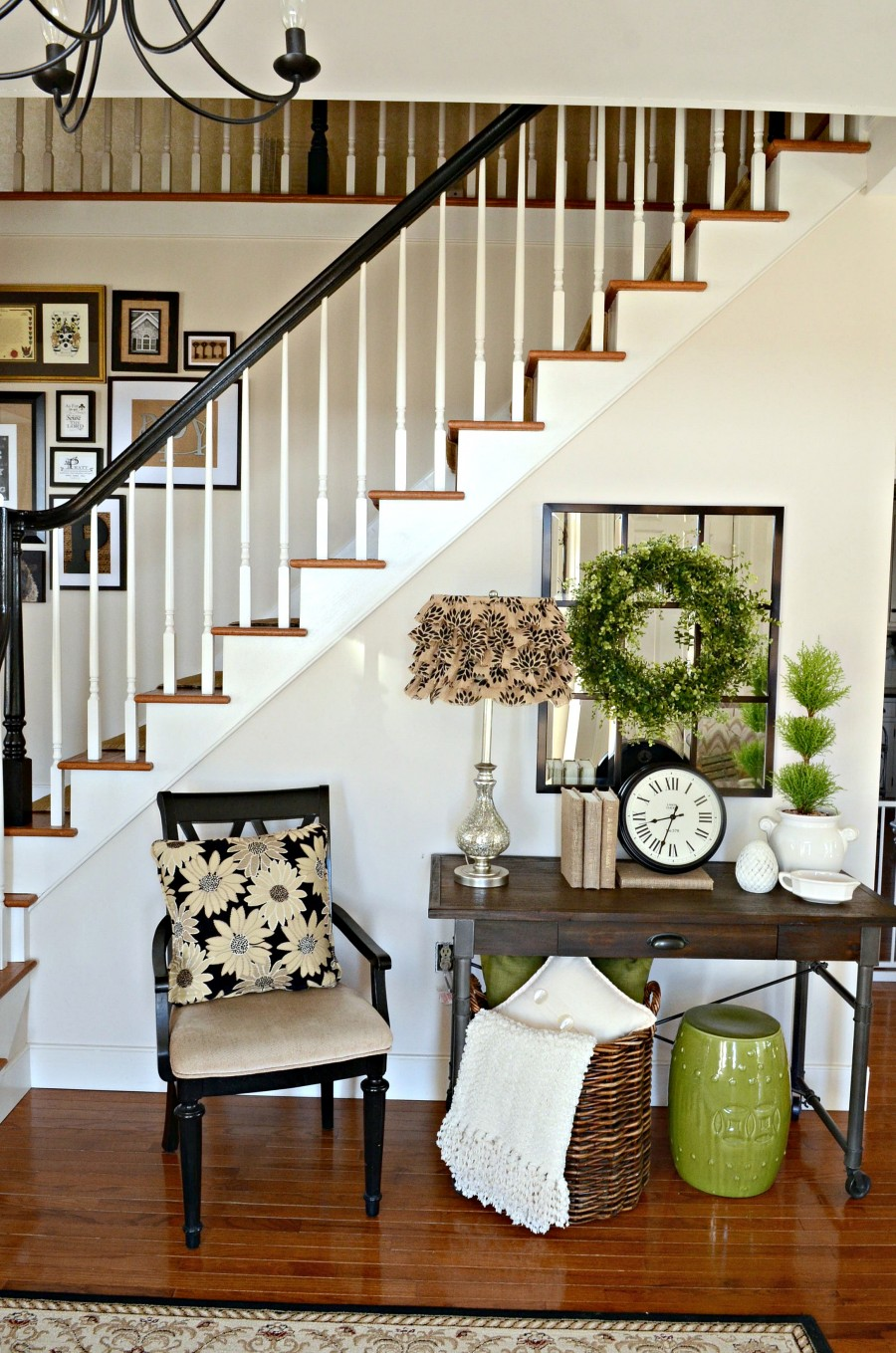 BOXWOOD WREATH IN THE FOYER-wide view of foyer-stonegableblog.com