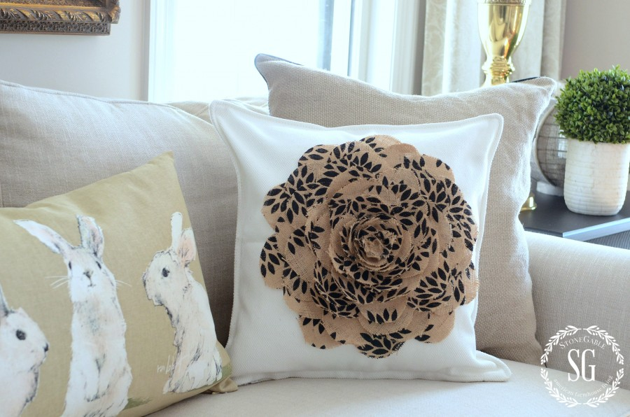 NO SEW BURLAP FLOWER PILLOW-dimensional pillow-stonegableblog.com