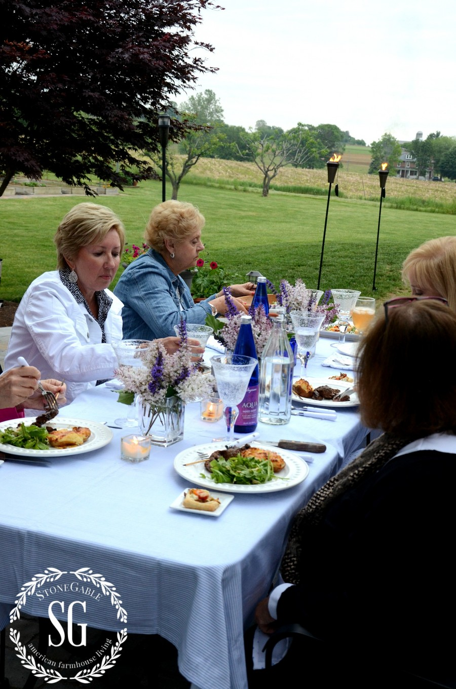 10 TIPS FOR THROWING A SUMMER PARTY THE EASY WAY- Plan an easy menu-stonegableblog.com
