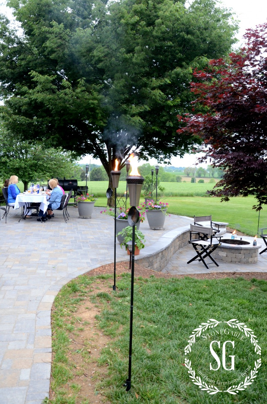 10 TIPS FOR THROWING A SUMMER PARTY THE EASY WAY- summer picnic-stonegableblog.com