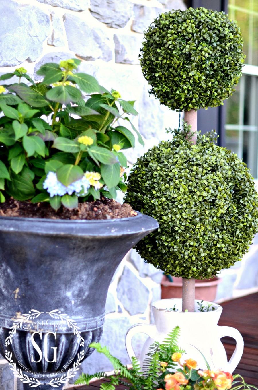 CREATING A SIMPLE OUTDOOR VIGNETTE- realistic topiary-stonegableblog.com