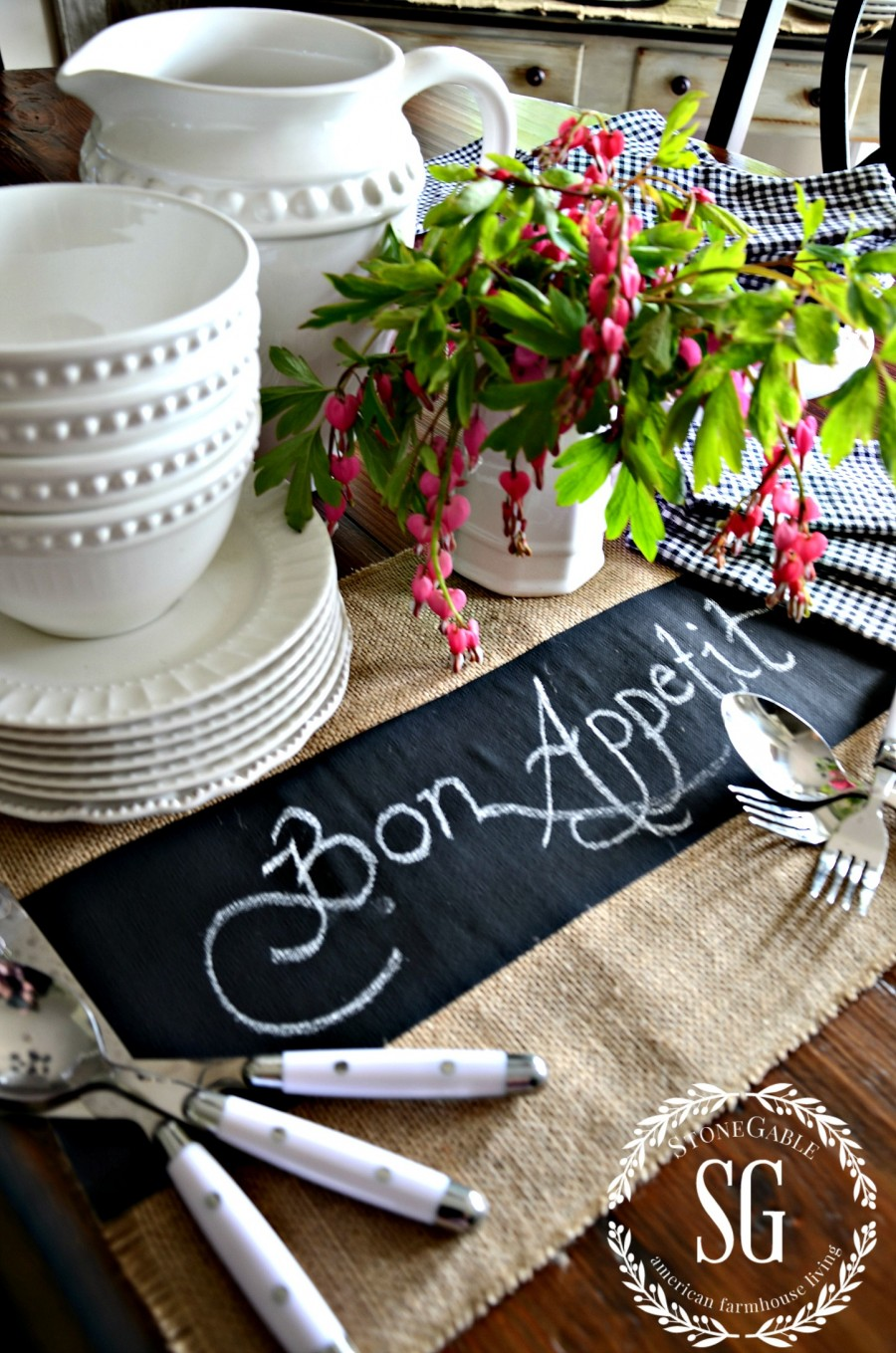 NO SEW CHALKBOARD PLACEMATS- easy to make-stonegableblog.com