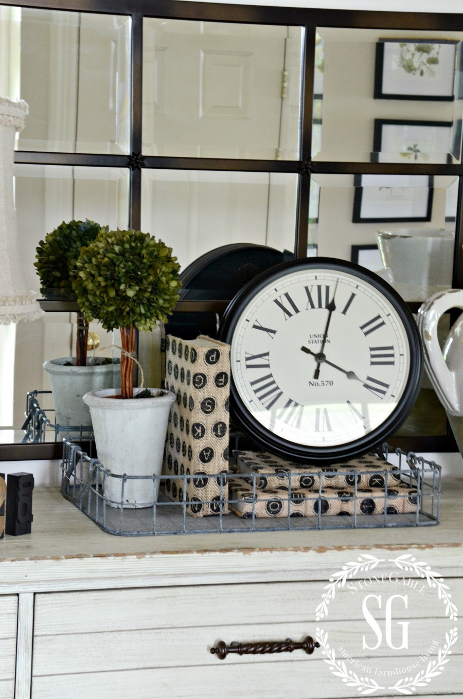 CREATING A WELCOMING FOYER-vignette in foyer-stonegableblog.com