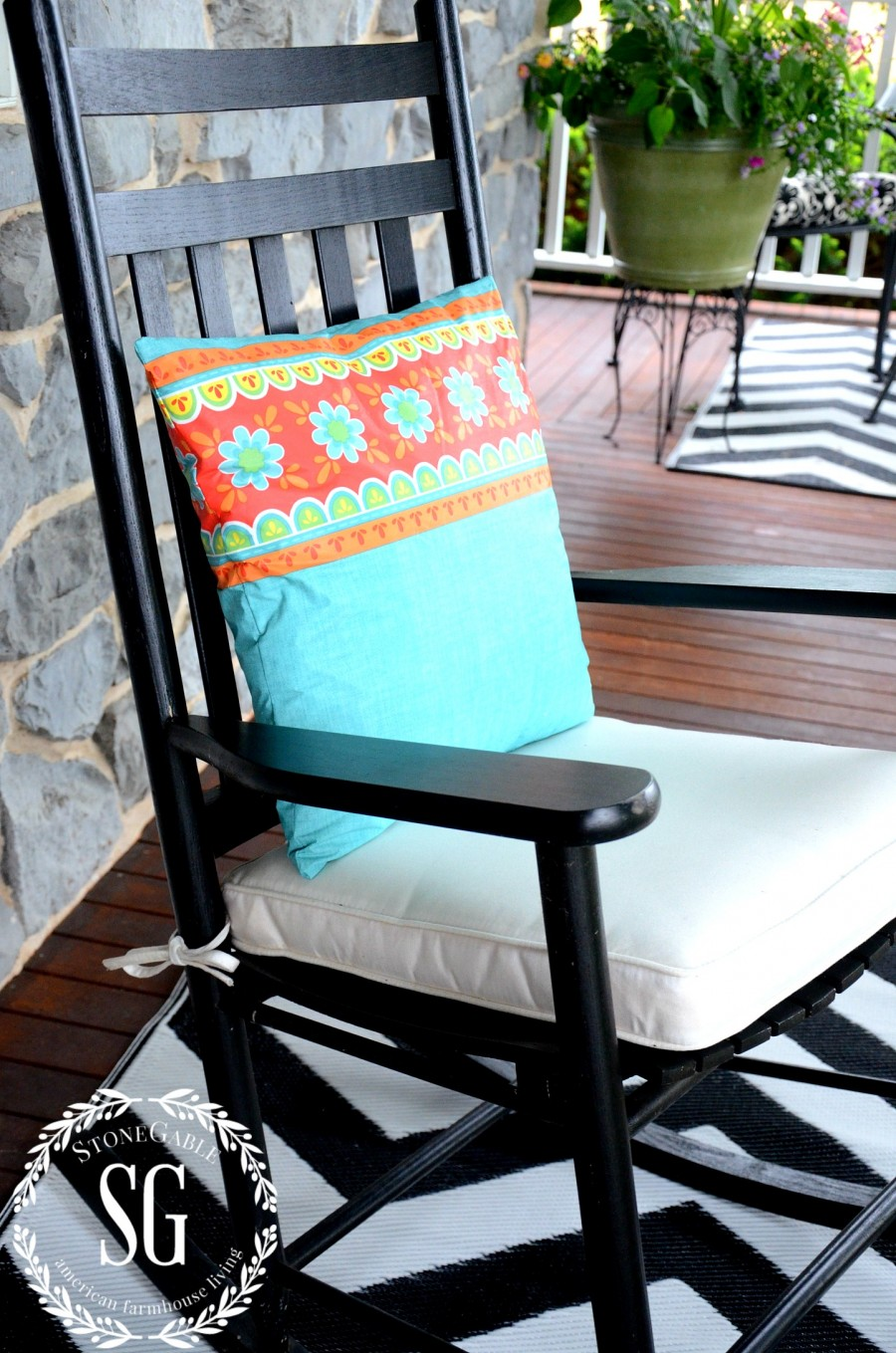 SEW EASY OUTDOOR PILLOW FROM A VINYL TABLESCLOTH-waterproof- stonegableblog.com