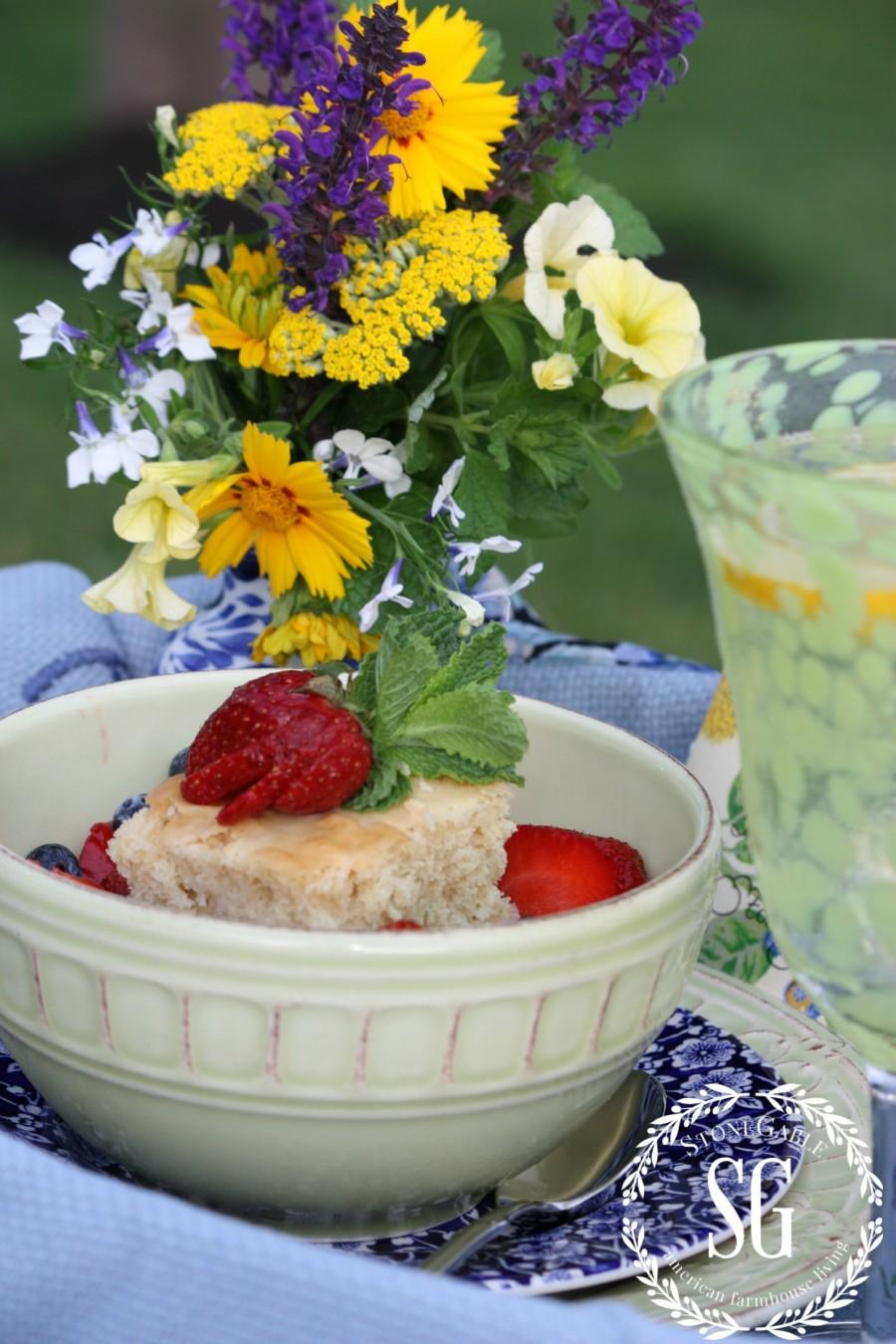 TIPS FOR EASY SUMMER TABLESCAPING-summer breakfast-stonegableblog.com