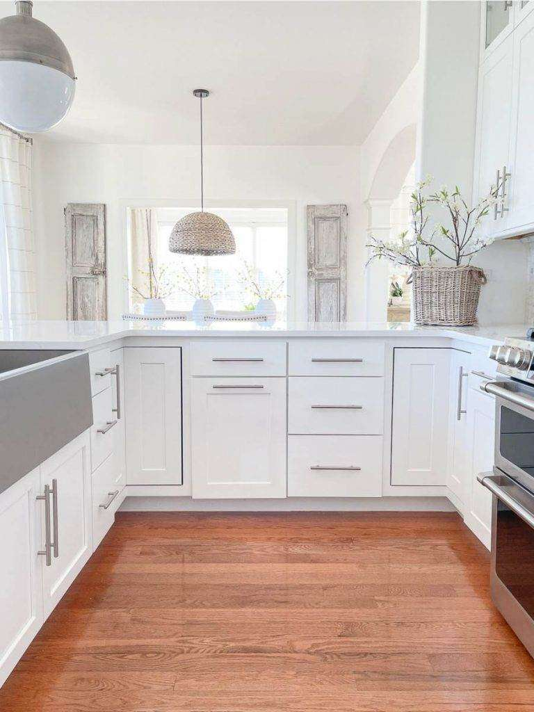 A U SHAPED KITCHEN
