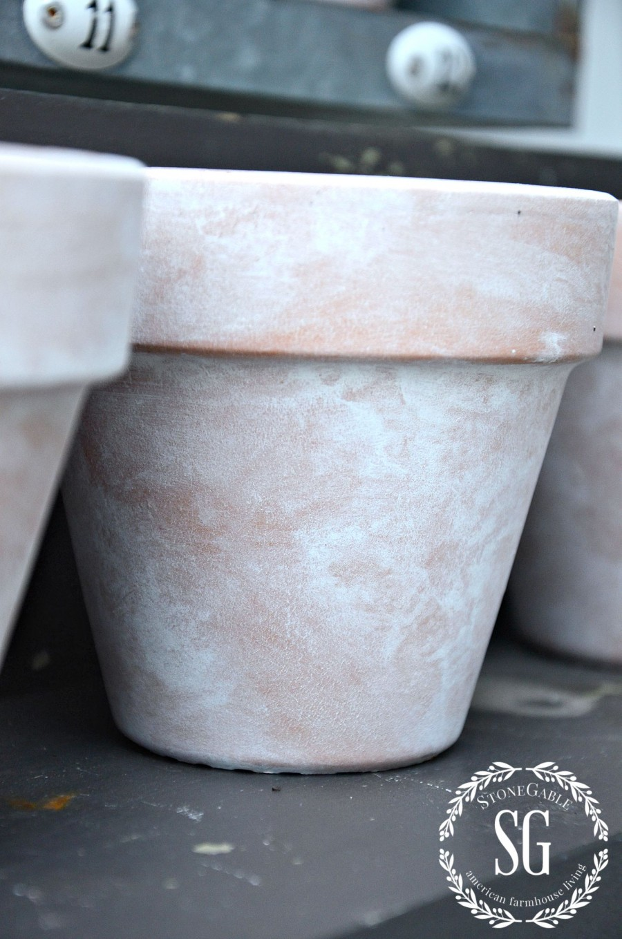 AGING TERRACOTTA POTS WITH PAINT- aged pot-stonegableblog.com
