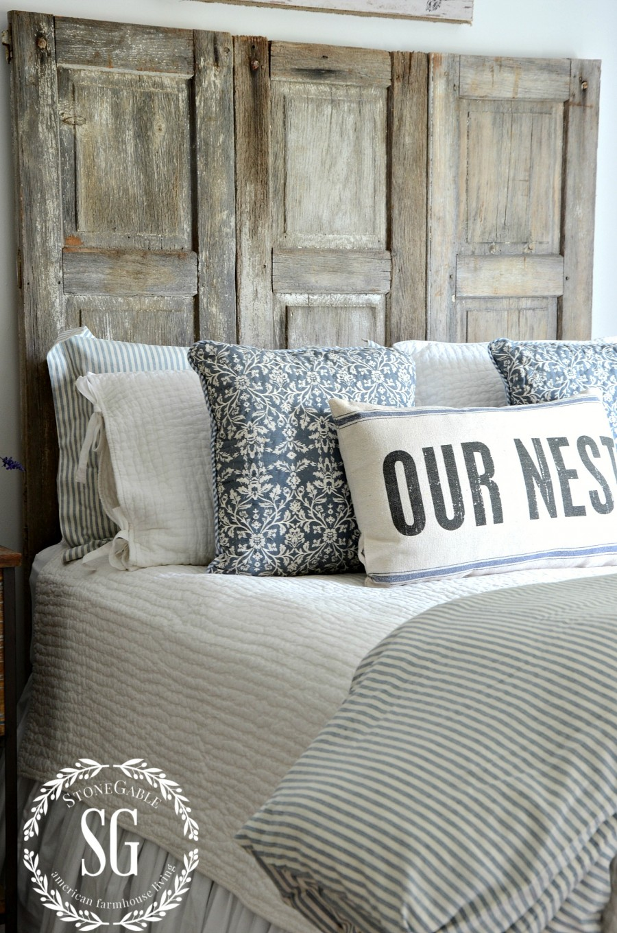 BLUE AND WHITE GUEST ROOM-bed-stonegableblog.com