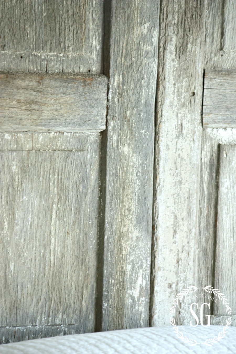 BLUE AND WHITE GUEST ROOM-chippy shutters-stonegableblog.com
