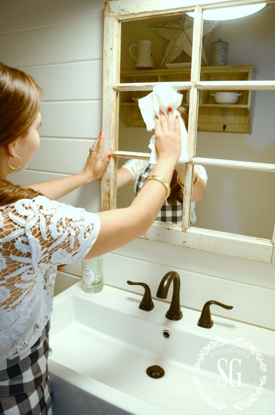 HOW TO CLEAN YOU HOME IN 30 MINUTES A DAY! cleaning the bathroom-stonegableblog.com