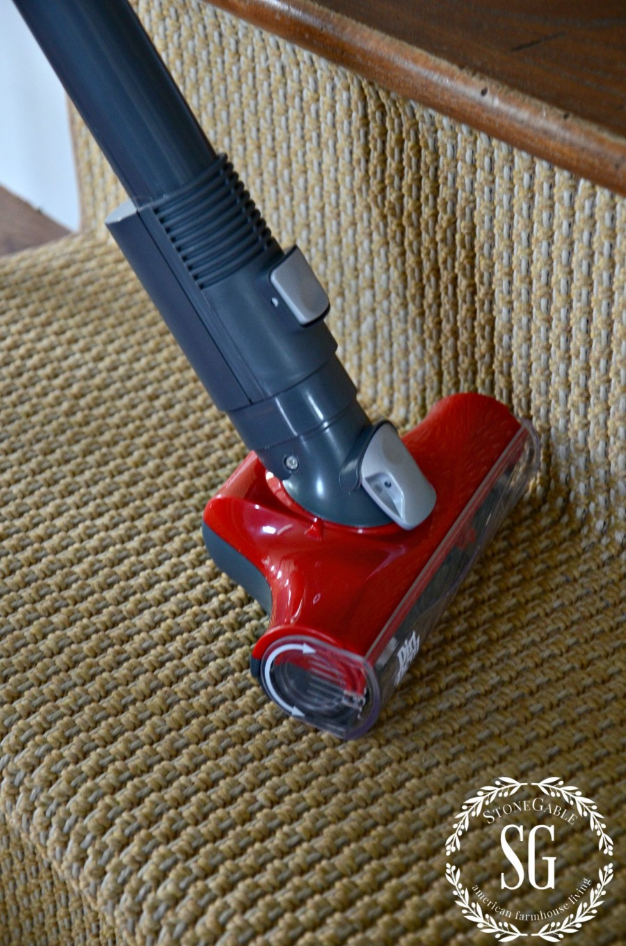 HOW TO CLEAN YOU HOME IN 30 MINUTES A DAY! cleaning the stairs-stonegableblog.com