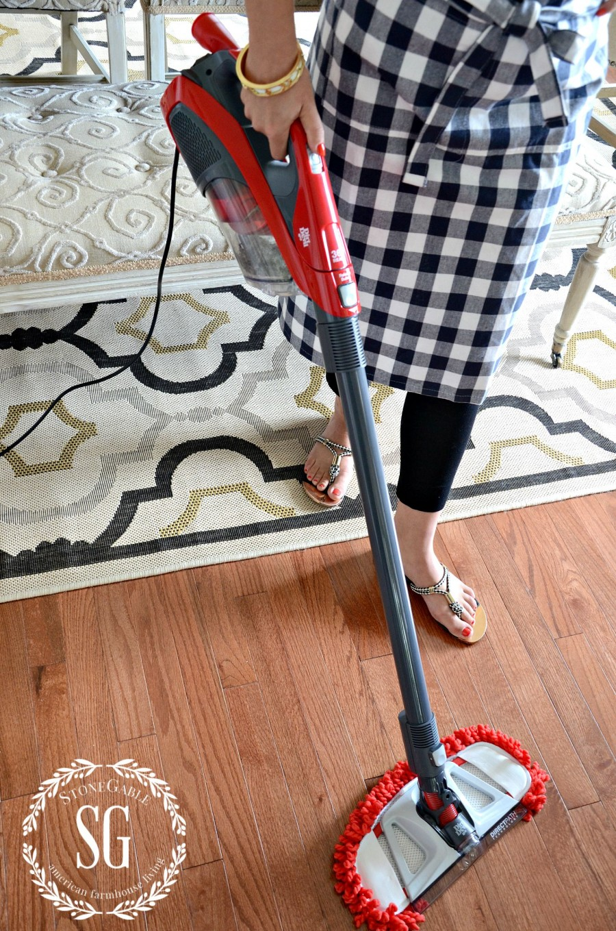 HOW TO CLEAN YOU HOME IN 30 MINUTES A DAY! vacuum-hardwood floors-stonegableblog.com