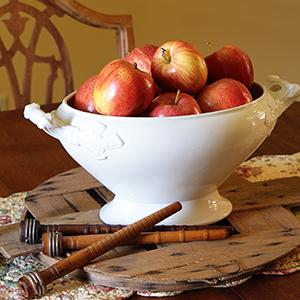 Farmhouse-Apple-Decor