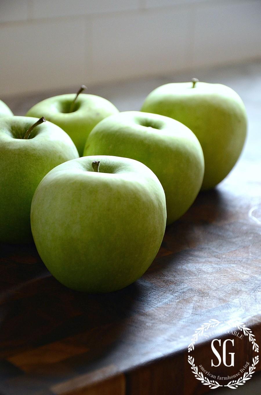 GREEN APPLE CENTERPIECE-apples-stonegableblog.com