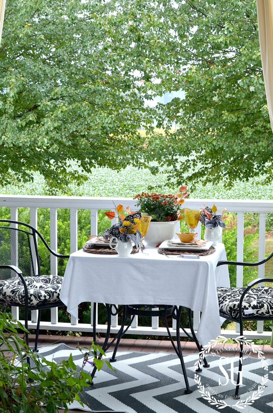 FALL TABLESCAPE ON THE BACK PORCH-table-and-chairs-stonegableblog.com
