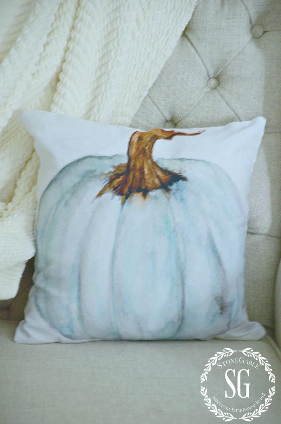 TIPS FOR A FABULOUS FALL GUEST ROOM- Easy ways to add a tad of the season to your geuest rooms-stonegableblog.com