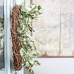 Make an easy natural fall wreath kellyelko.com