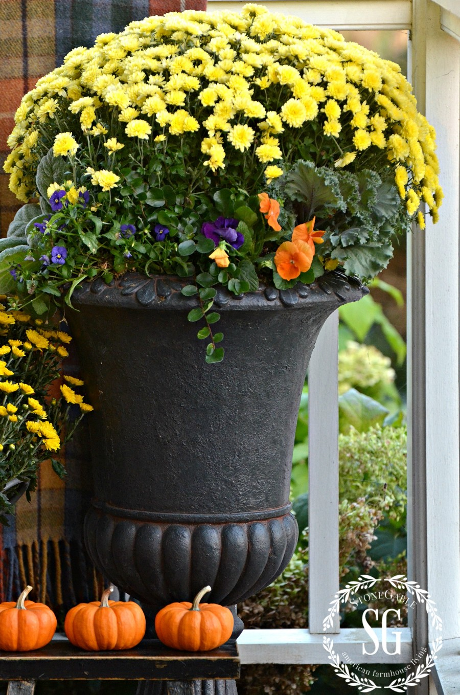 SMALL FALL OUTDOOR SPACES-tall-planter-with-mums-stonegableblog.com