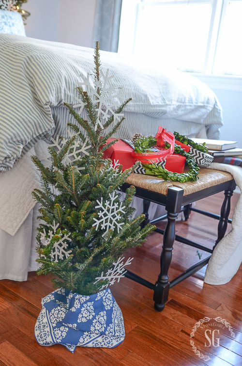 BHOME CHRISTMAS TOUR GUEST ROOMS-christmas-tree-stonegableblog-3