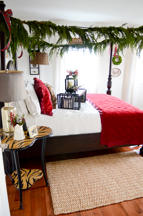CHRISTMAS GUEST ROOM TOUR-red-and-white-bed-stonegableblog-2