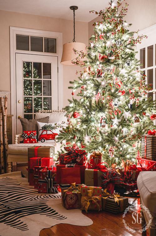 CHRISTMAS NIGHTS 2015-tree-in-living-roomstonegableblog-2
