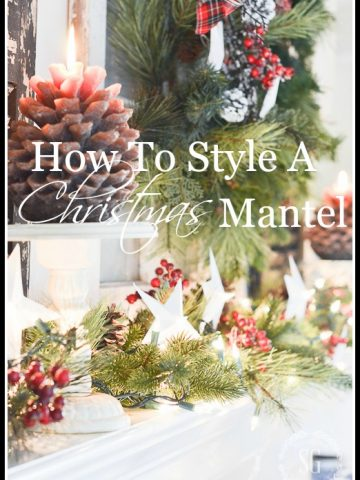 HOW TO STYLE A CHRISTMAS MANTEL- Make this year's mantel sparkle!
